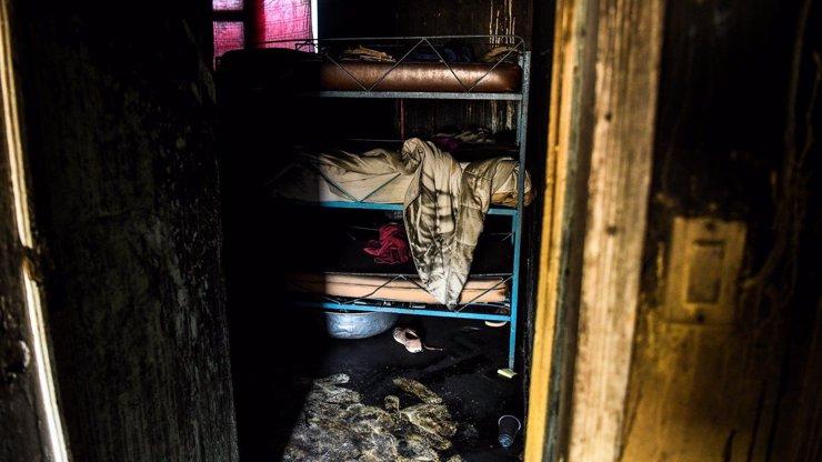 Strašlivá tragédie: Svíčky způsobily požár sirotčince, zemřelo 15 dětí
