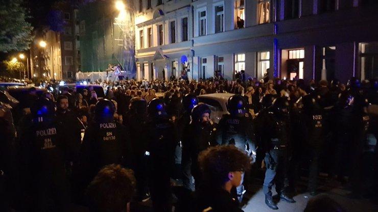Kradete našeho souseda! Lidé v Německu se postavili za migranta, který měl být vyhoštěn