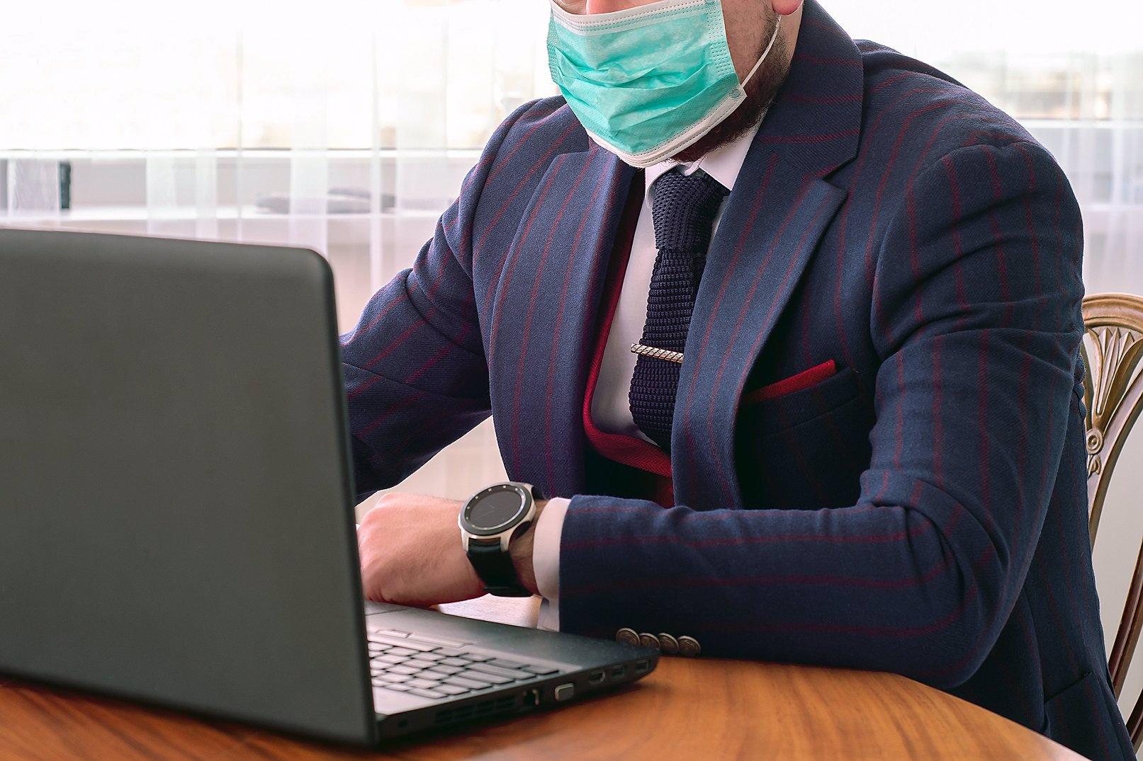 Mrtvého odvezli muži v bioobleku: Zda měl muž z Kladna koronavirus, odhalí pitva