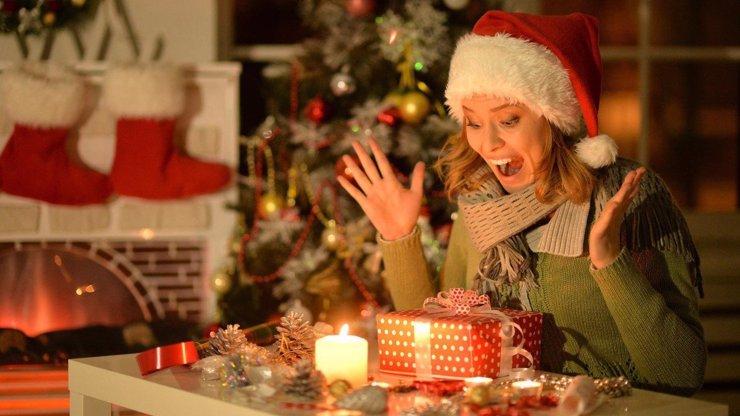 Každý rok dávám na Vánoce něco pod stůl. Až zjistíte, proč to dělám, dáte si taky pozor