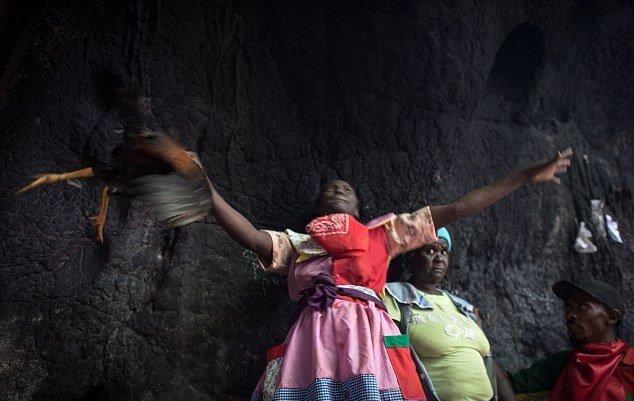 Po zemětřesení, které postihlo ostrov v roce 2010, se od voodoo mnoho Haiťanů odvrátilo. Nyní se k němu opět snaží najít cestu.