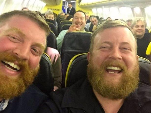 Neuvěřitelná náhoda: Muž si sedl do letadla vedle cizince, který vypadal naprosto stejně jako on!