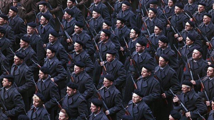 Před Prahu se před 30 lety sjely ozbrojené komunistické úderky. Báli jsme se, vypráví Frej