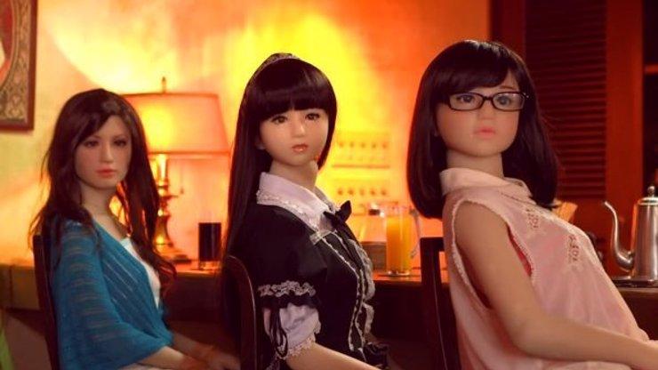 Podívejte se, co všechno dokážou tyto japonské obživlé nafukovací panny! Zvládla by tohle vaše manželka?