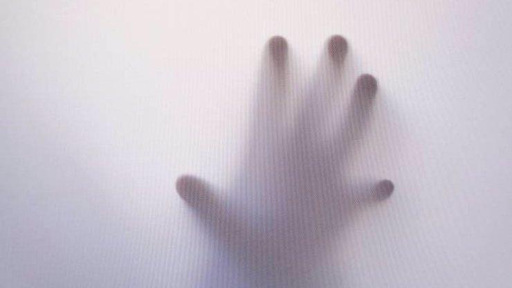 Děsivý záznam z kamer hovoří jasně: Muže napadl duch! Jsou opravdu mezi námi?