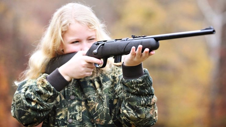 Čtrnáctiletá Dominika se střelila do hlavy. Proč to dívka udělala?
