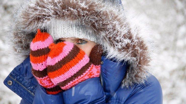 Víkendová předpověď počasí: Sníh vystřídá mráz, pod nulou bude i odpoledne