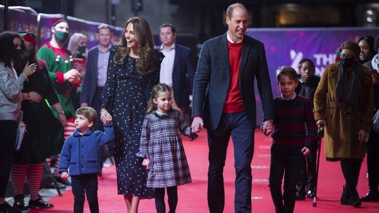 Princ William a vévodkyně Kate vyvedli děti: Nad jejich roztomilostí se rozplývaly davy