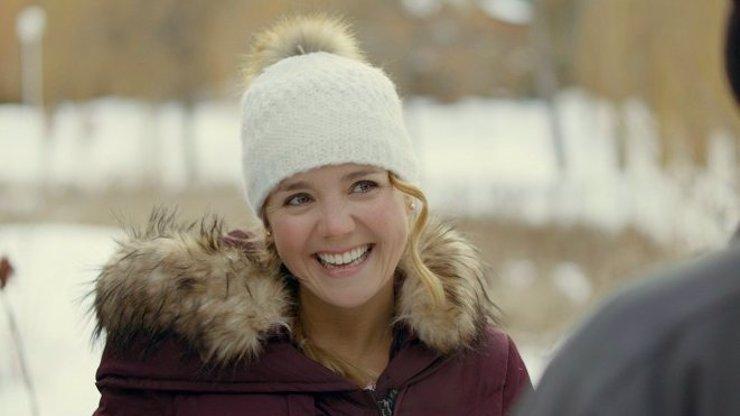 Dokonalý polibek: Vánoční film s Lucií Vondráčkovou schytává kritiku z celého světa
