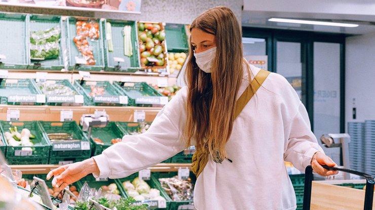 Konec respirátorů a roušek v obchodech a MHD? Vojtěchovo ministerstvo ostrouhalo