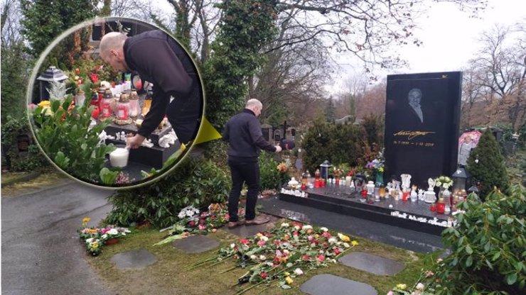 Hrob Karla Gotta navštívil slavný zpěvák: Zachránil mi život, prozradil Mistrův kolega VIDEO