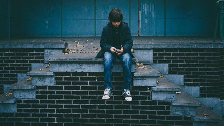 Děti na internetu objevily nebezpečnou zábavu: Škrtí se tak dlouho, dokud neomdlí