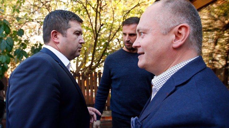 Skandály sužovaný Hašek povede ČSSD do voleb. Vybral si ho Jan Hamáček