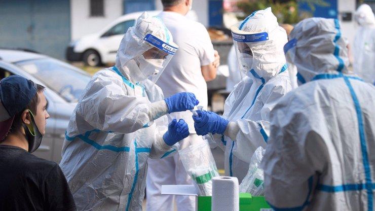 Zpomalování koronaviru se zastavilo: Případů covidu bylo dnes v ČR víc než před týdnem