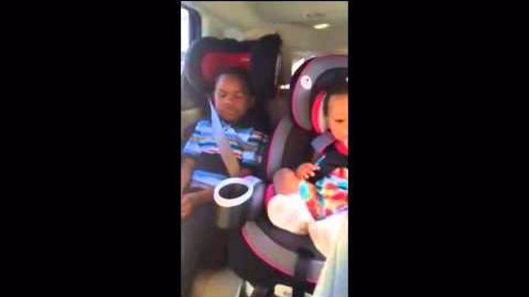 Video, které baví svět: Malý Američan reaguje dost naštvaně na další těhotenství své matky