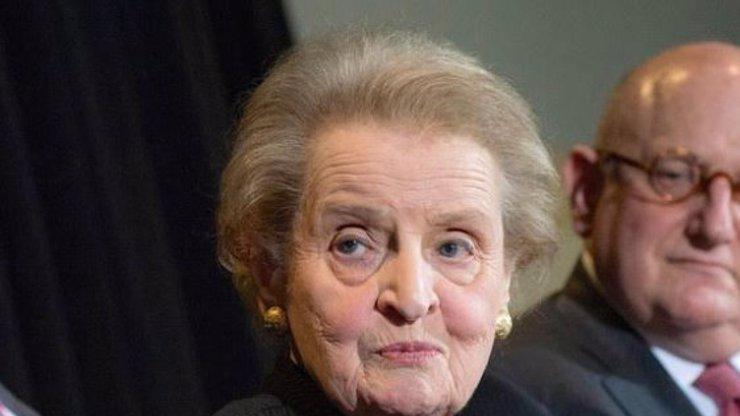 Madeleine Albright si brousí zuby na české nerostné bohatství. Makat jí tam budou Češi za minimální mzdu!