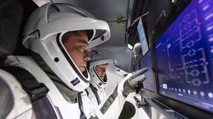 Astronauti NASA: vlevo Bob Behnken a Doug Hurley