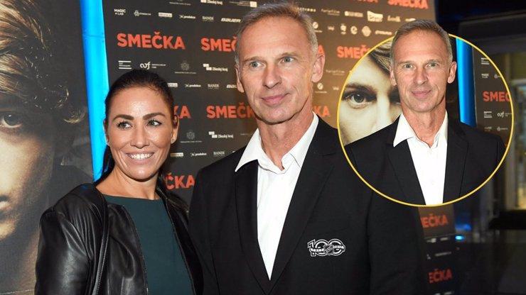 Dominik Hašek dorazil na film Smečka v doprovodu krásné Lenky. Došlo na slova o svatbě