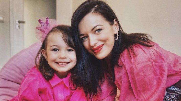 Rosalie je celá po mamince: Dcera Jitky Boho vás odzbrojí svojí roztomilostí
