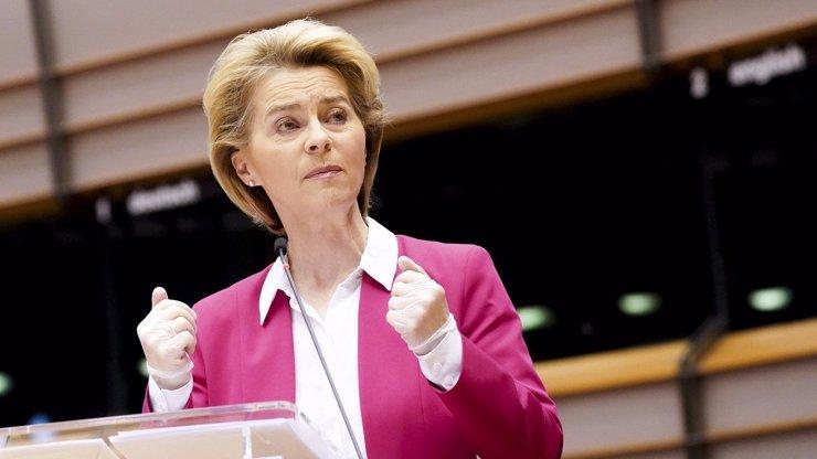 Ursula von der Leyen chce brzy otevřít hranice: Virus se nesmí rozšířit a EU trpět, říká
