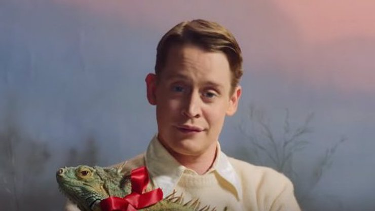 Macaulay Culkin znovu ovládne Vánoce: Propaguje dárek, který dostanete možná i vy
