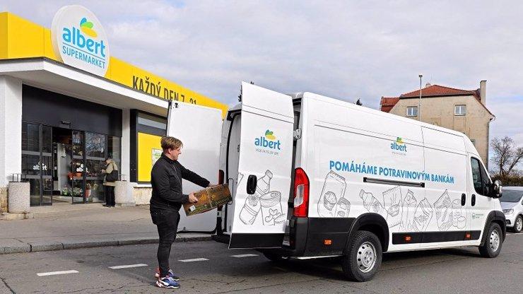 Pomoc vtěžkých časech: Albert rozdává 10 000 porcí jídla týdně