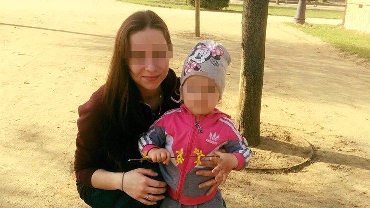 Tříletou dcerku bodala nůžkami, mrtvou ji hodila do pračky: Zrůdná Alena zčerná za mřížemi