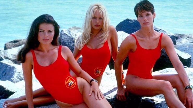 Pamela Anderson slaví 53 let: Jak se změnila ona a další krásky ze seriálu Pobřežní hlídka