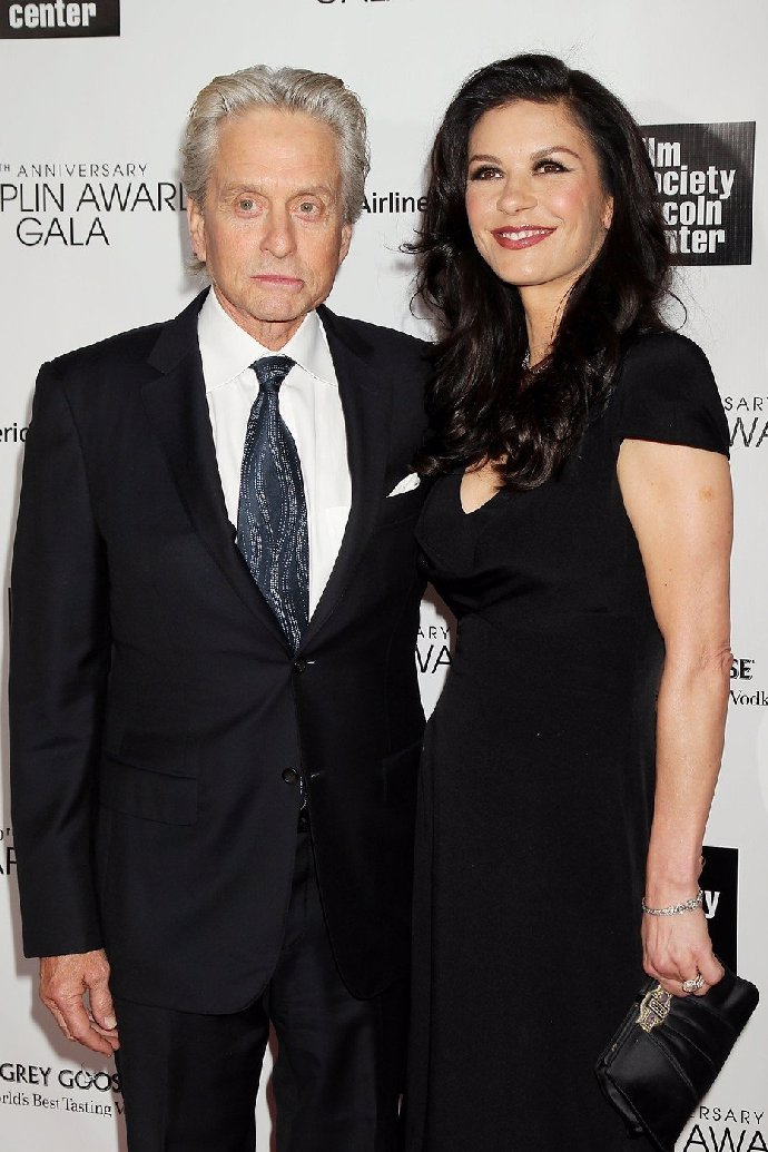 Hvězdný hollywoodský pár bojuje s nemocemi: Douglas porazil rakovinu. Zeta-Jones chodí k psychiatrovi
