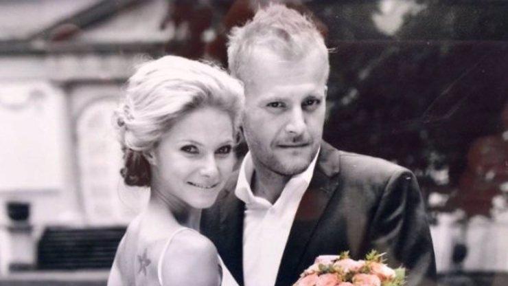 Ta mu ještě navaří! Přísný porotce show MasterChef se oženil s krásnou Terezou!