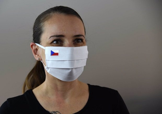 Ředitel dopravního podniku Slavoj Dolejš útočí na vládu: Se*u vám na roušky