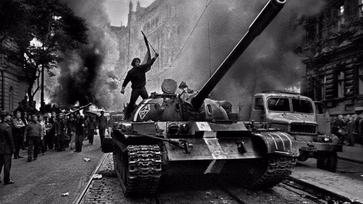 Okupace Československa v obrazech: Invaze vojsk si před 50 lety vyžádala více než stovku obětí