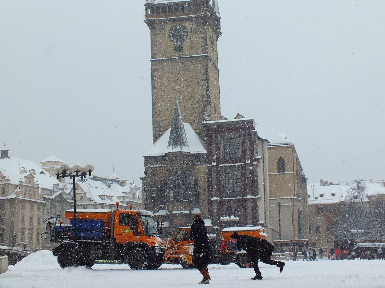 Sněhu se jen tak nezbavíme: Na Česko se řítí pořádná chumelenice