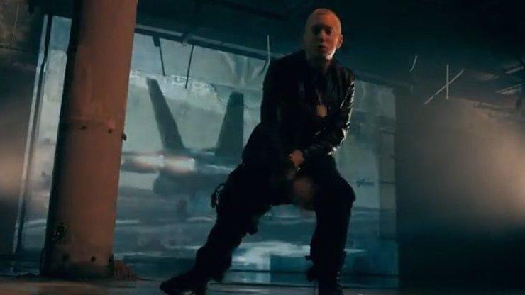 Eminem dnes slaví 41 let a nadělil si nový singl: Pokora z drogového období je pryč, blonďatý vztekloun už zase útočí!