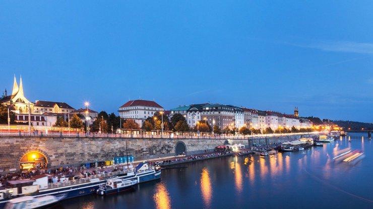 Praha ožívá : farmářské trhy na náplavkách již zítra, ZOO otevřeno od pondělí