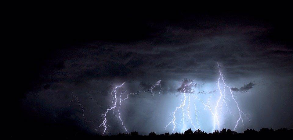 Víkendová předpověď počasí: Bude jako v prádelně, přijdou tropy, doprovodí je bouřky