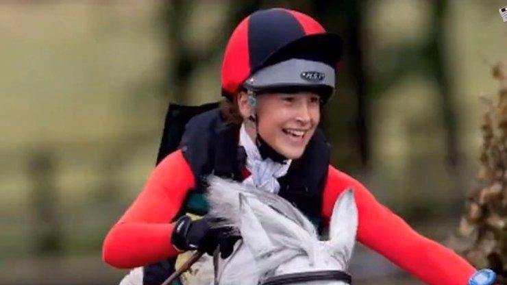 Tragická smrt nadané jezdkyně: Patnáctiletou dívku rozdrtil vlastní kůň