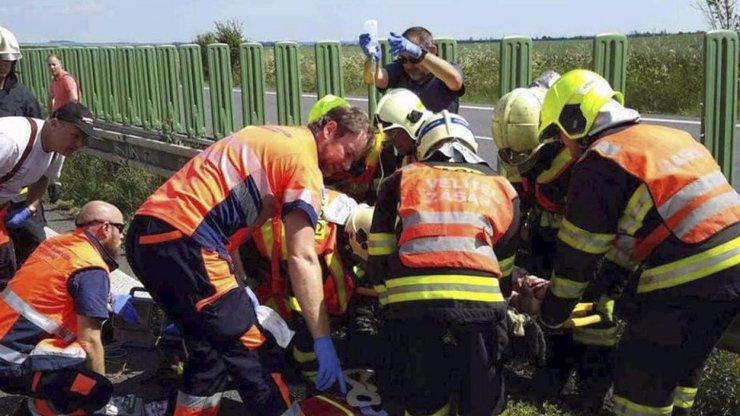 Na Olomoucku se srazil autobus plný dětí s kamionem: 18 zraněných, dospělí vážně