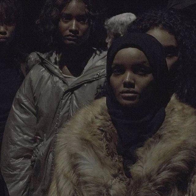 Muslimská modelka okouzlila Kanyeho Westa i svět módy! Její příběh vás dostane!