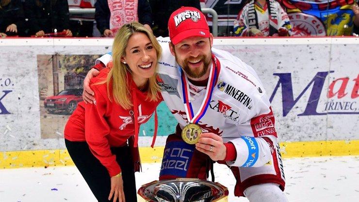 Lindsey svého muže na ledě vždy podporovala.