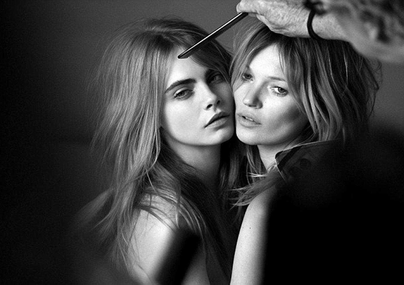 Cara Delevingne a Kate Moss spolu nafotily pořádně provokativní kampaň!