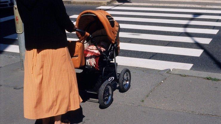 Opilé matce v Opavě vypadlo miminko z kočárku na beton: Nechala ho tam a šla domů