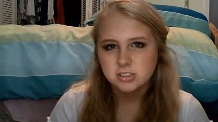 Dívka (16) se na YouTube rozloučila se světem a pak spáchala sebevraždu. Proč to udělala?