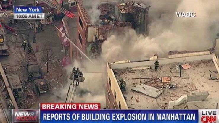 Je tohle další teroristický čin? V New Yorku po mohutné explozi spadly dvě obytné budovy, v sutinách jsou lidé