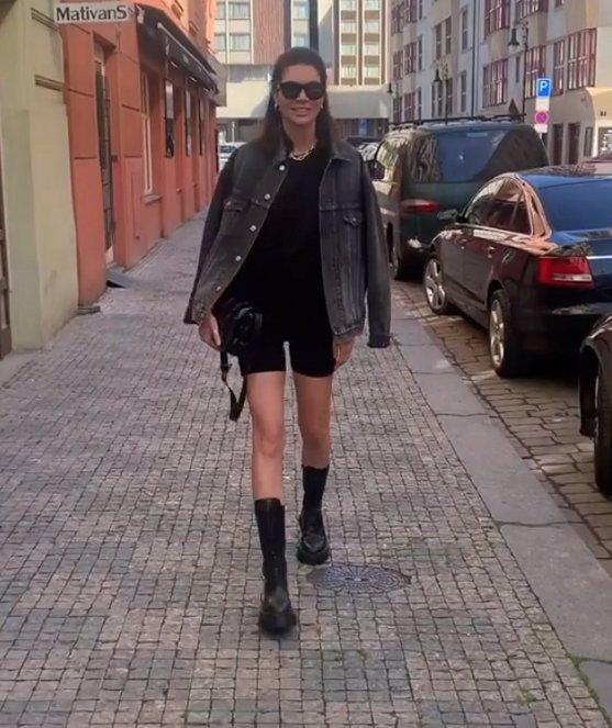 Nepochopený módní kousek opět v ulicích: Mareš se rozplýval nad svou Monikou v cyklistických šortkách