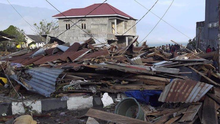 Výbuch sopky a tsunami: Indonésii zasáhla další katastrofa, nejméně 168 mrtvých!