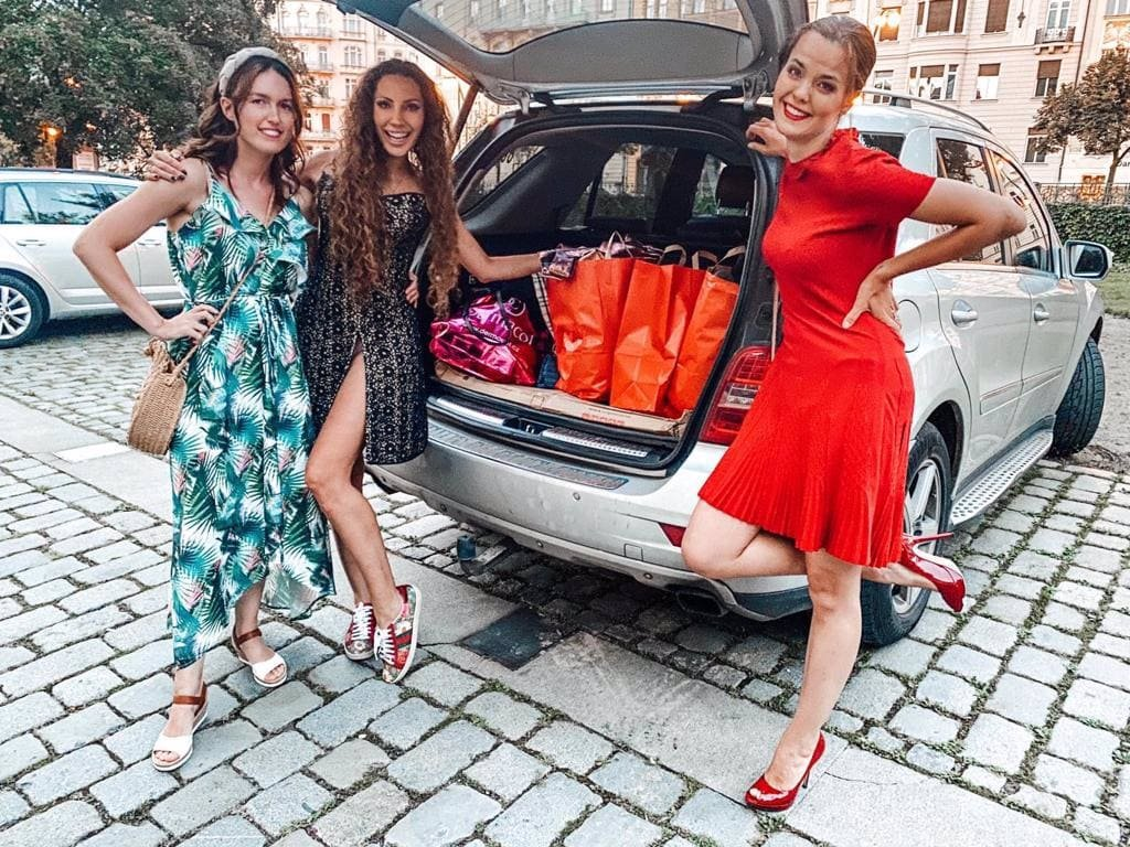 Lilia Khousnoutdinova se na okamžik převtělila v prodavačku: Dámy získaly 730 000 korun