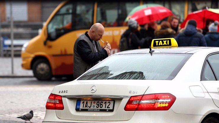 Taxi v Praze velmi výrazně zvyšuje ceny: Podívejte se, o kolik se vám zdraží jízda