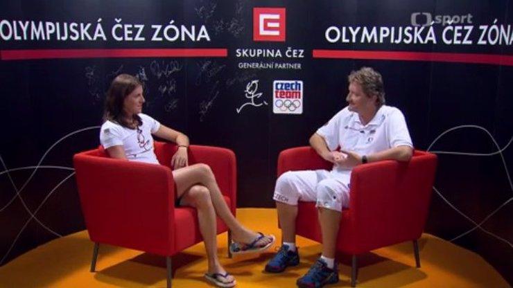 Starý unavený muž v retro studiu... Jaromír Bosák ale nebyl v olympijském studiu zdaleka to nejhorší. Proč nám to Česká televize dělá?