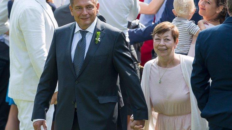 Jiří Paroubek ženil syna: S bývalou manželkou Zuzanou se vedl za ruku, manželku Petru raději nepozvali